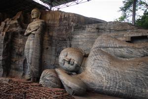 Polonaruwa - Buddha scolpiti nella roccia