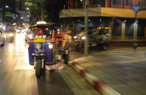 Corse sfrenate tra le vie di Bangkok