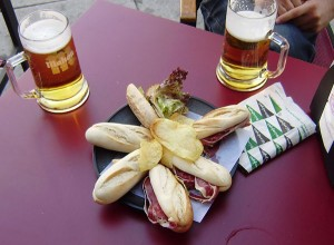 Tapas + 3 birre = 9 euro