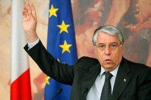 L'onorevole Giovanardi: il burocrate