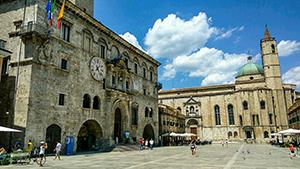 Piazza del popolo Ascoli